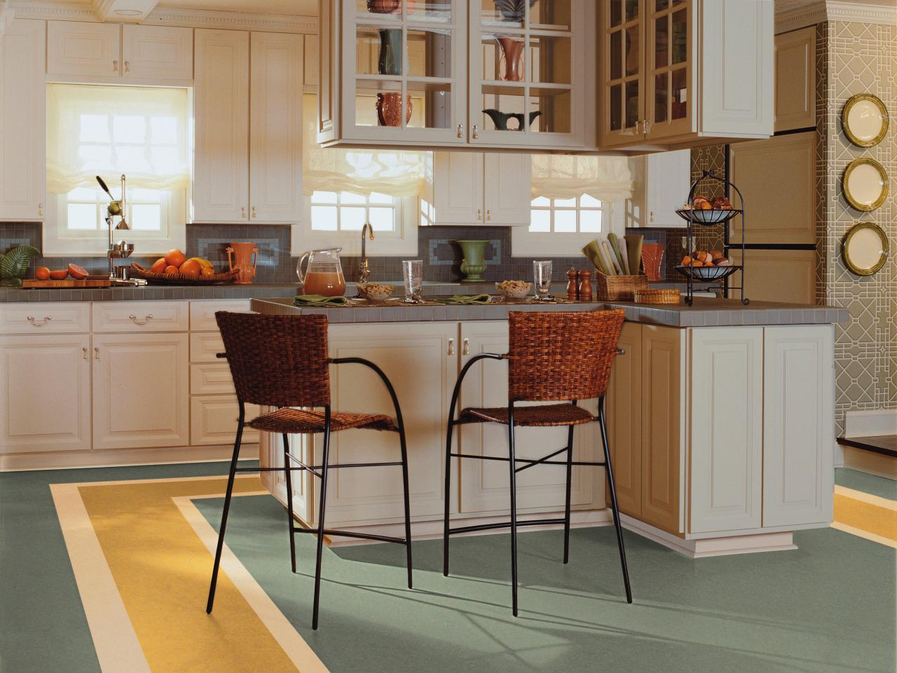 Linoleum kitchen flooring // sndimg.com